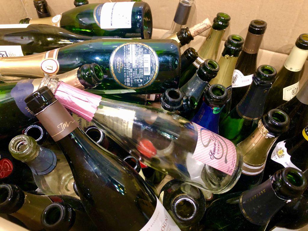 たくさんのワインボトル