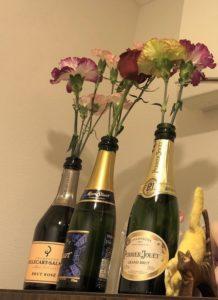 ワインボトルを花瓶代わりに